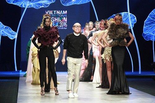 Trương Thị May diện áo dài lộng lẫy làm vedette - 14