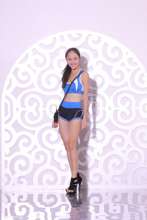 Nguyễn Thị Loan hé lộ cách tháo khăn khi diễn bikini - 1