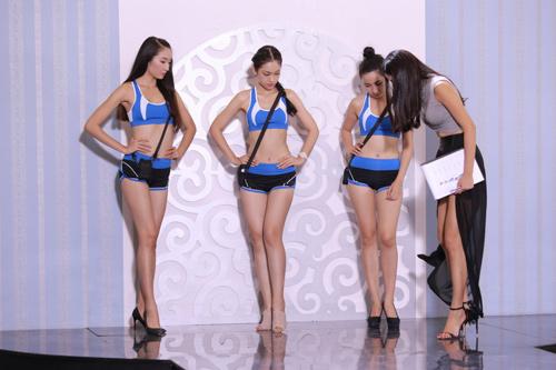 Nguyễn Thị Loan hé lộ cách tháo khăn khi diễn bikini - 5
