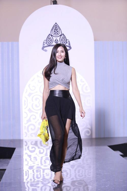 Nguyễn Thị Loan hé lộ cách tháo khăn khi diễn bikini - 6