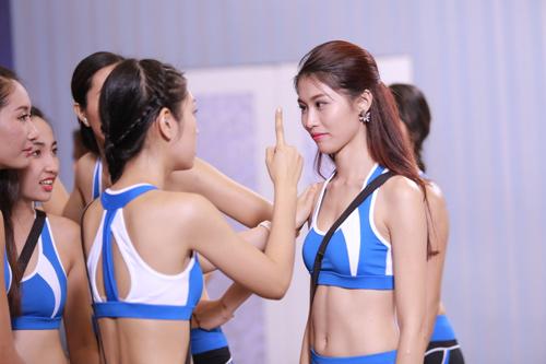 Nguyễn Thị Loan hé lộ cách tháo khăn khi diễn bikini - 8