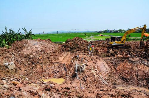 Đổ cột điện cao thế 500 KV Quảng Ninh - Hiệp Hòa : Khó hiểu - 1