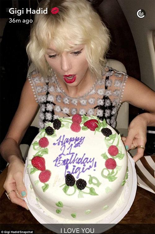 Gigi Hadid đón sinh nhật trên phi cơ của Taylor Swift - 4