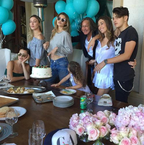 Gigi Hadid đón sinh nhật trên phi cơ của Taylor Swift - 7