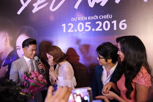 Minh Hằng, Quý Bình ôm hôn trong rạp phim - 2