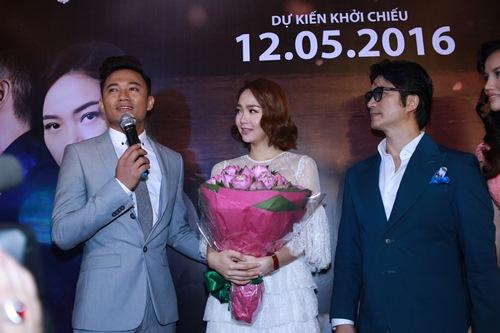 Minh Hằng, Quý Bình ôm hôn trong rạp phim - 4