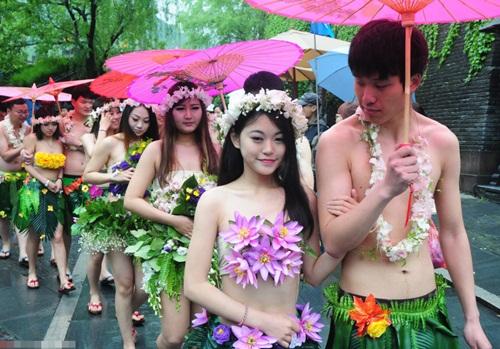 Đám cưới gây sốc kiểu nguyên thủy của dâu rể Trung Quốc - 1