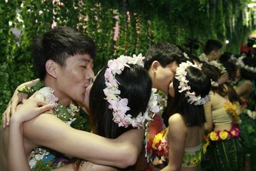 Đám cưới gây sốc kiểu nguyên thủy của dâu rể Trung Quốc - 6