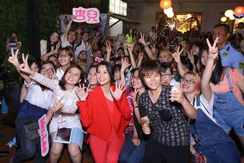 Hồ Hạnh Nhi quá đáng yêu trước fan Việt - 10