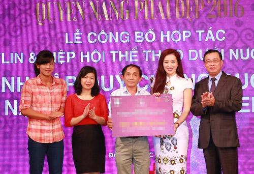 Á hậu Thu Hương gây quỹ xóa nạn mù bơi cho trẻ em - 3