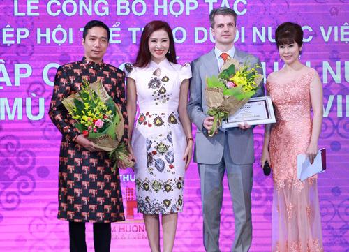 Á hậu Thu Hương gây quỹ xóa nạn mù bơi cho trẻ em - 5