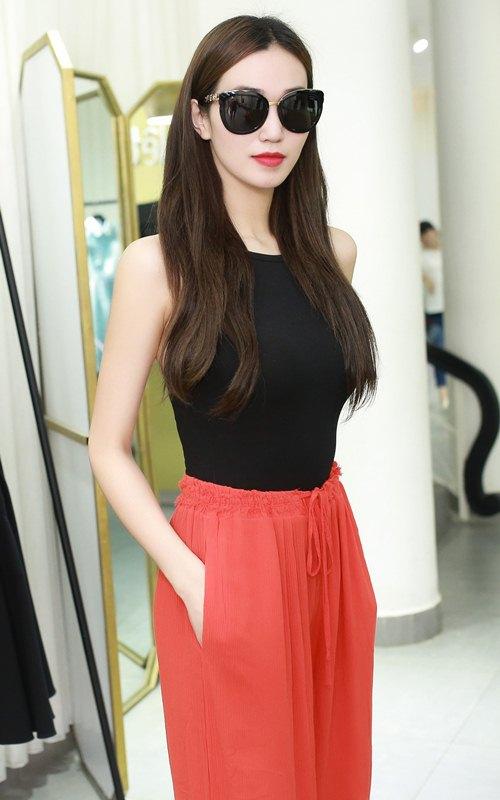 Khánh My xinh tươi đến thử đồ show diễn Lê Thanh Hòa - 1