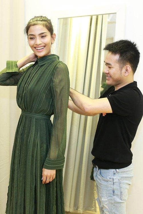 Khánh My xinh tươi đến thử đồ show diễn Lê Thanh Hòa - 6