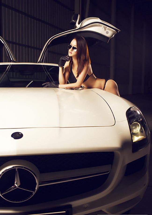 Siêu xe cửa cánh chim Mercedes-Benz SLS AMG