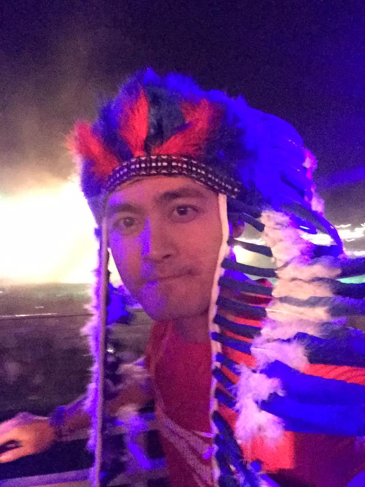 MC Phan Anh hãnh diện giơ cao quốc kỳ tại Brazil - 5