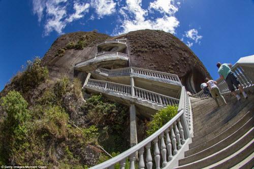 Cầu thang zíc zắc đáng sợ nhất thế giới - 2