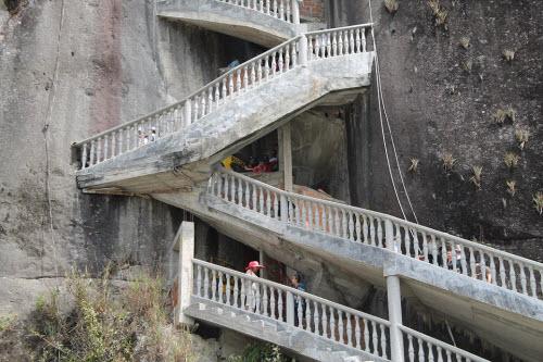 Cầu thang zíc zắc đáng sợ nhất thế giới - 5