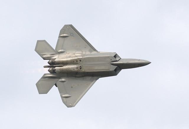"""Vì sao Mỹ dừng sản xuất chiến đấu cơ F-22 """"Chim ăn thịt""""? - 1"""