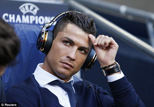 Chùm ảnh: Ronaldo sầu não và u ám ở Etihad - 6