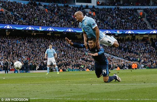 Chùm ảnh: Ronaldo sầu não và u ám ở Etihad - 7