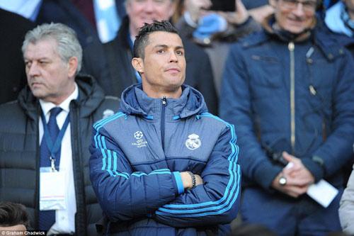 Chùm ảnh: Ronaldo sầu não và u ám ở Etihad - 15