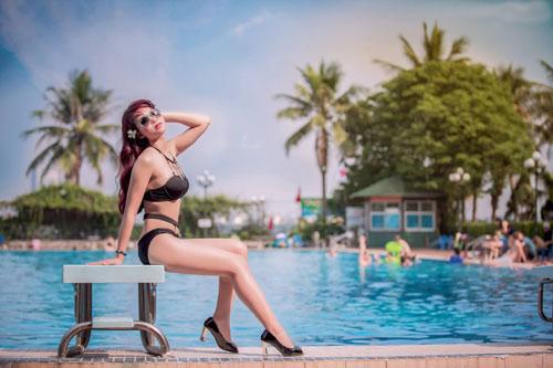 Thiếu nữ Hà thành mướt mát tạo dáng bên hồ bơi - 13