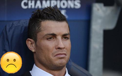 """Góc châm biếm: Ronaldo ngồi buồn nghe bản nhạc """"Si"""" - 2"""