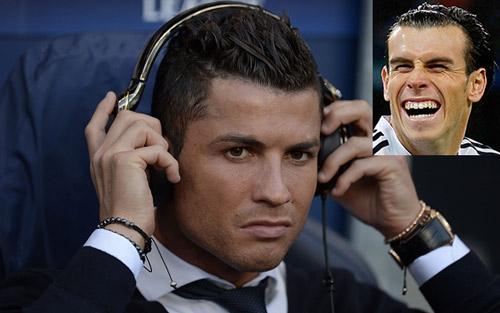 """Góc châm biếm: Ronaldo ngồi buồn nghe bản nhạc """"Si"""" - 3"""