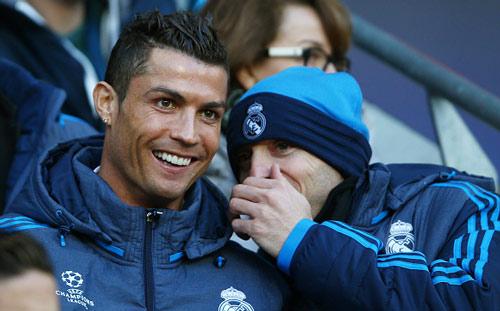 """Góc châm biếm: Ronaldo ngồi buồn nghe bản nhạc """"Si"""" - 9"""