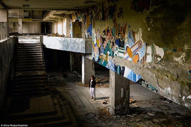 Ảnh: Dân chúng trở lại khu thảm họa Chernobyl sau 30 năm - 2