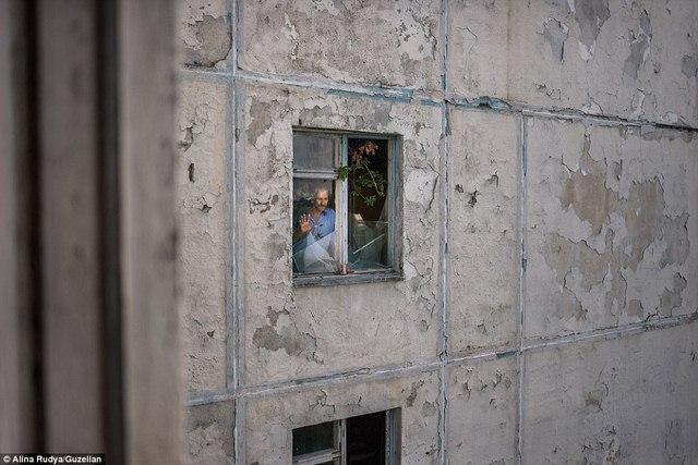 Ảnh: Dân chúng trở lại khu thảm họa Chernobyl sau 30 năm - 4