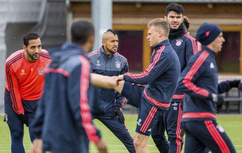 Fan Atletico đốt pháo sáng, uy hiếp tinh thần Bayern - 11