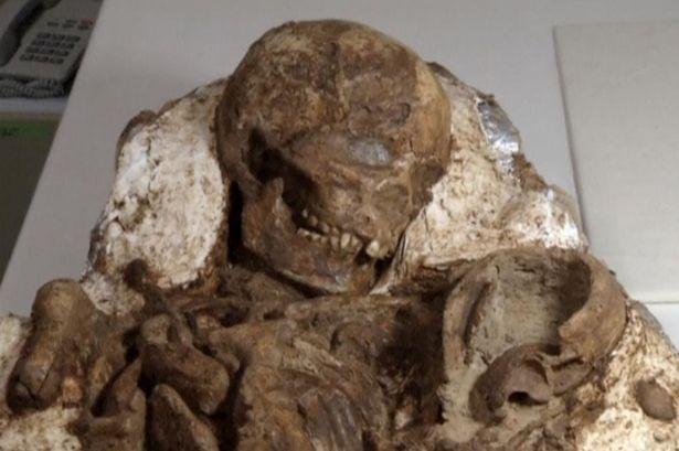Phát hiện hóa thạch mẹ ôm con 4.800 năm ở Đài Loan - 1