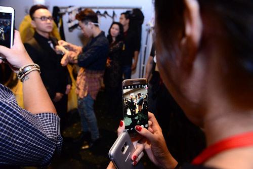 Loạt ảnh thú vị của NTK Công Trí tại Tuần lễ thời trang VN - 3