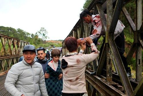 Nguyễn Phi Hùng bầm dập trong phim của Hoài Linh - 4