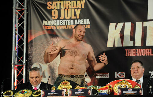 """Boxing: Fury cởi áo """"sỉ nhục' Klitschko trước trận tái đấu - 2"""