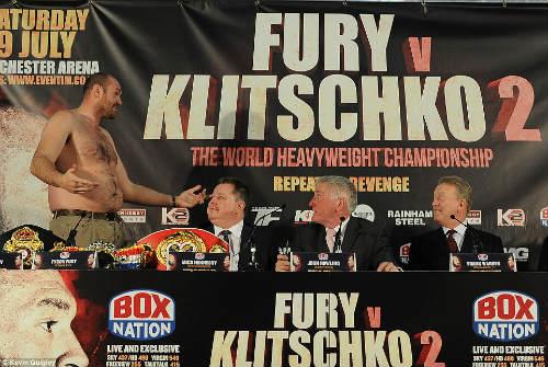 """Boxing: Fury cởi áo """"sỉ nhục' Klitschko trước trận tái đấu - 4"""