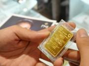 Tài chính - Bất động sản - Vàng trong nước thấp hơn thế giới gần 200.000 đồng
