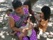 """Tin tức trong ngày - Cuộc sống của 7 đứa trẻ """"người rừng"""" ở Bình Thuận"""