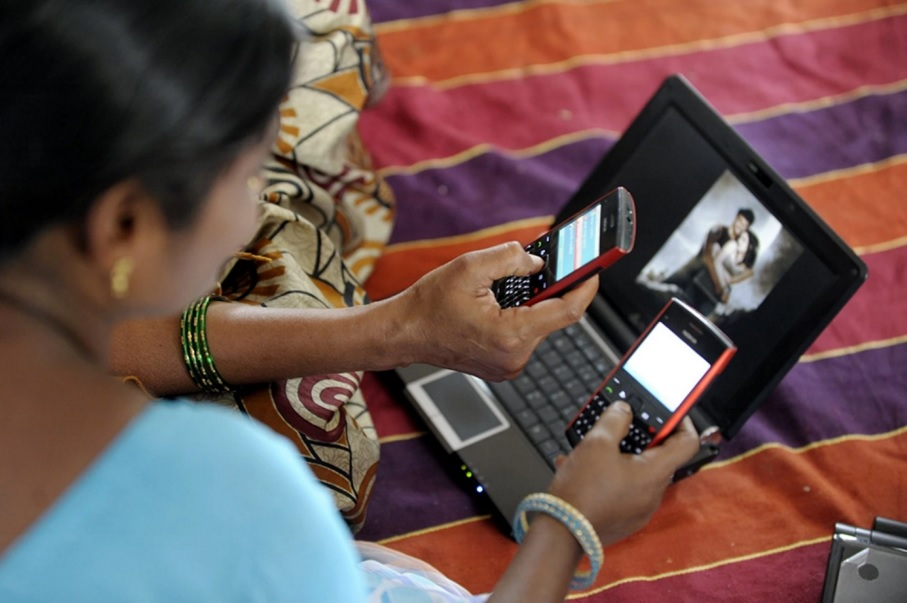"""Ấn Độ: Điện thoại phải có nút """"chống hiếp dâm"""" - 1"""