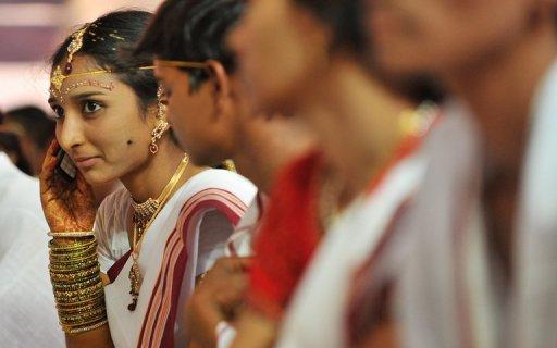 """Ấn Độ: Điện thoại phải có nút """"chống hiếp dâm"""" - 2"""