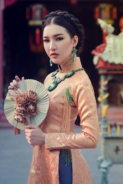 Hoa khôi Du lịch đẹp mơ màng với áo dài đậm chất Huế - 1