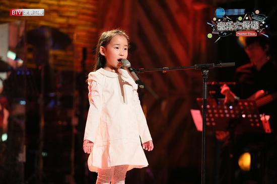 Cô bé 6 tuổi khiến giám khảo khóc hết nước mắt - 1