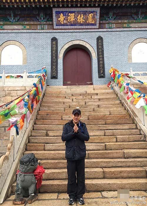 Lý Liên Kiệt tháo kính xuất hiện nơi cửa Phật - 1