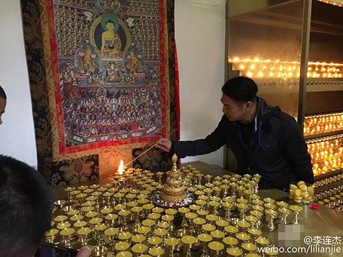 Lý Liên Kiệt tháo kính xuất hiện nơi cửa Phật - 4