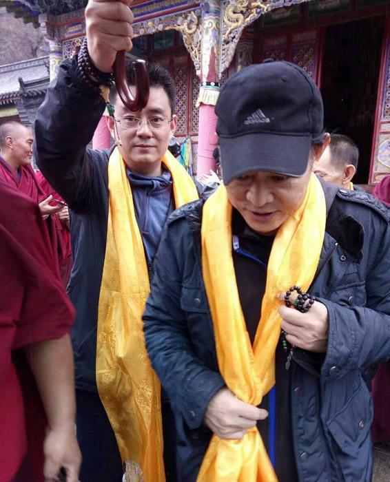 Lý Liên Kiệt tháo kính xuất hiện nơi cửa Phật - 6