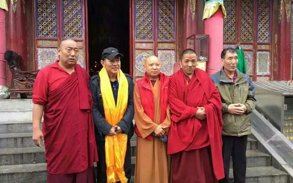 Lý Liên Kiệt tháo kính xuất hiện nơi cửa Phật - 7
