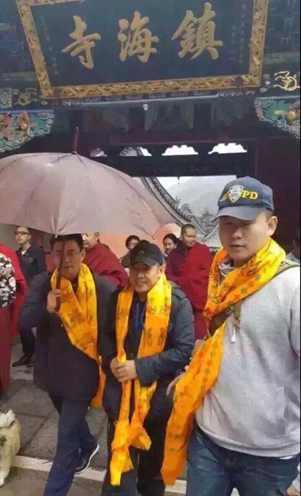 Lý Liên Kiệt tháo kính xuất hiện nơi cửa Phật - 8