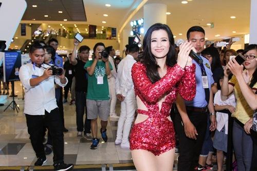 Thanh Hằng kín đáo, Đông Nhi sexy nổi bật tại sự kiện - 13