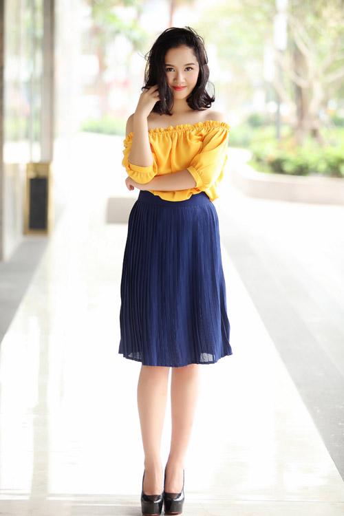 Hoa khôi Hà thành hờ hững vai trần trên phố Hà Nội - 1